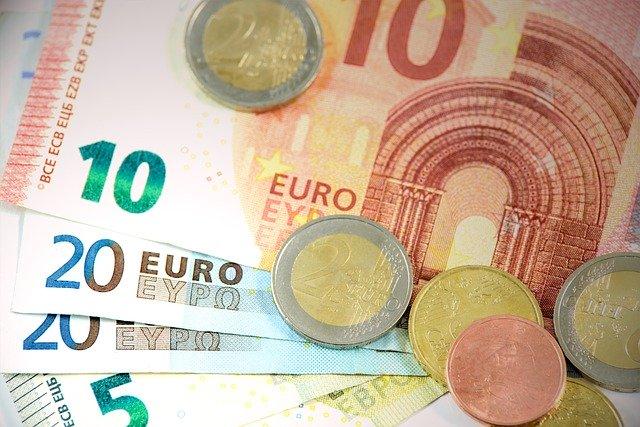 eurobankovky a mince.jpg