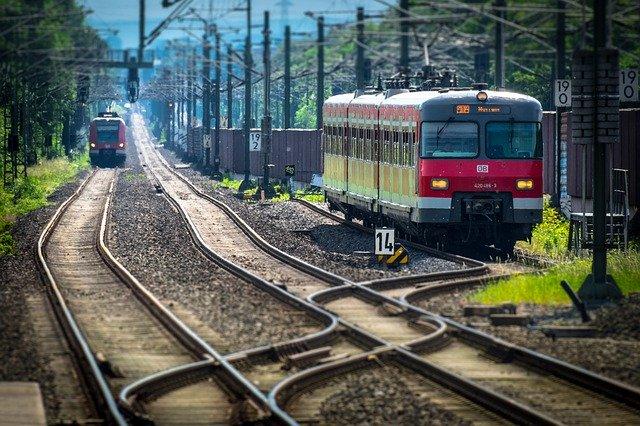 vlaky na kolejích