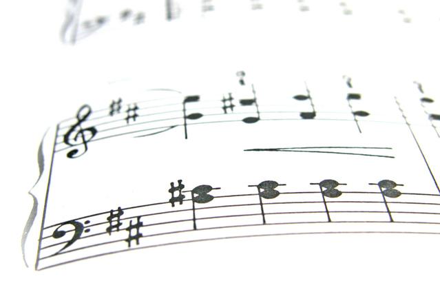 noty písně na bílém pozadí