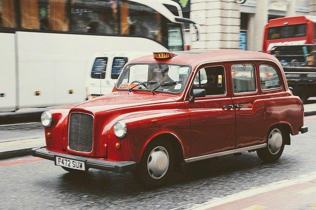 taxi-1932107_640