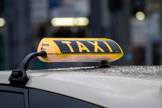 taxi-4720993_640